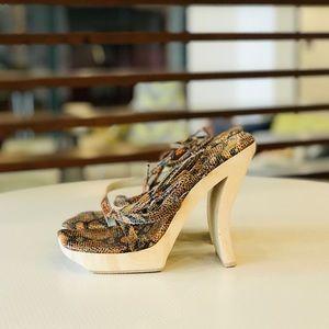 NWOB Vintage Greater L.A. Sculpted Wood Heels 👠